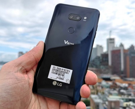 Hands On with the LG V35 ThinQ (Phone Scoop)