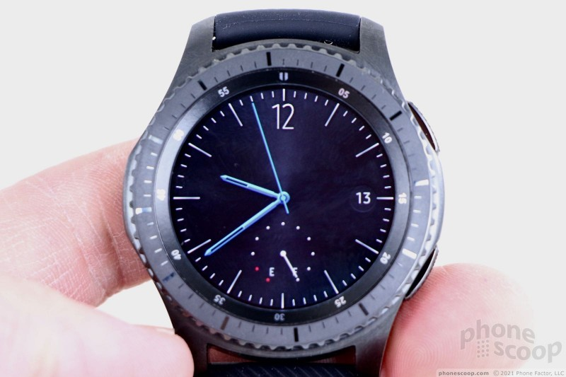 8792a6b32 Turn the bezel counterclockwise to see those notifications and clockwise to  see recent apps. Keep rotating clockwise and you'll cycle through up to a  ...