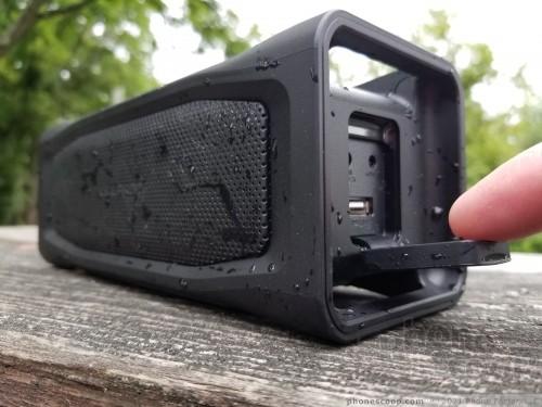 wholesale dealer 86fb3 c9e76 Review: LifeProof Aquaphonics 10 (Phone Scoop)