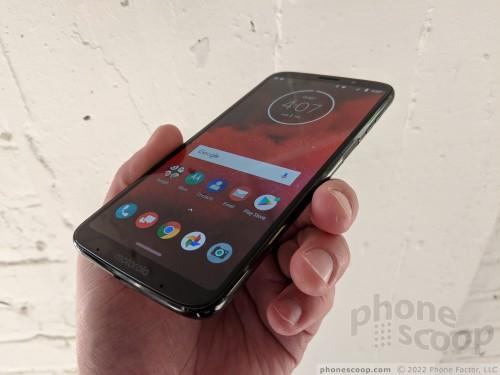 Hands On with the Motorola Moto Z3 (Phone Scoop)